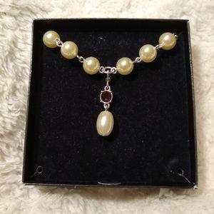 AVON Pearlesque Drop Necklace